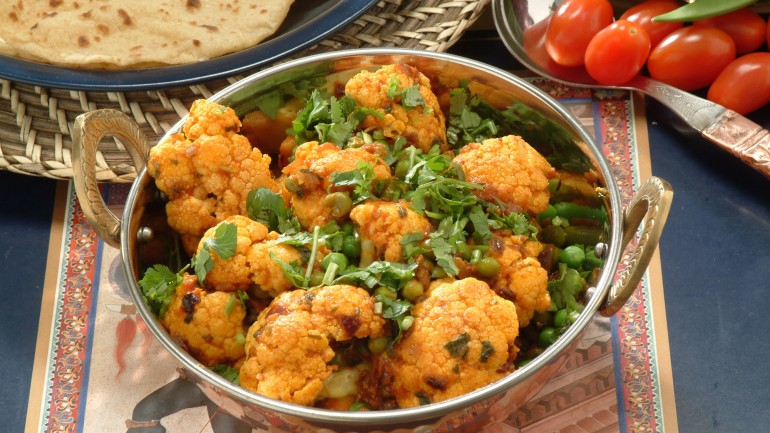 Cauliflower with Green Peas – Gobi Mattar